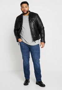 Jack & Jones - JJITIM JJORIGINAL - Straight leg jeans - blue denim - 1