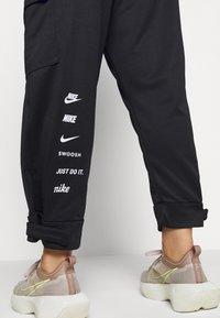 Nike Sportswear - Pantaloni sportivi - black/white - 3