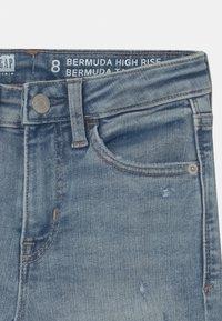 GAP - GIRL BERMUDA - Denim shorts - light-blue denim - 2