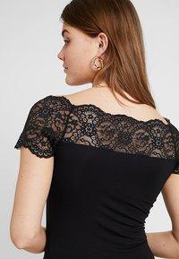 Pieces - PCSIE - T-shirt med print - black - 3