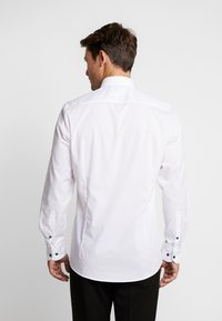 OLYMP - OLYMP LEVEL 5 BODY FIT  - Formal shirt - weiss - 2