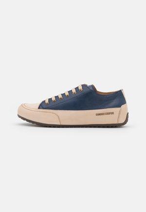 ROCK - Sneakers laag - tamponato navy/tamponato sabbia