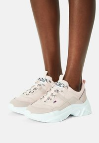 Tommy Jeans - LIGHTWEIGHT SHOE - Sneakers laag - smooth stone - 0