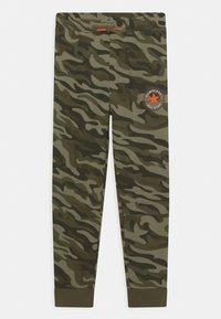 Converse - CAMO KNEE PATCH - Pantaloni sportivi - multi-coloured - 0