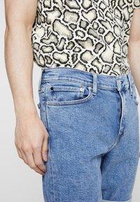 Calvin Klein Jeans - SLIM  - Džínové kraťasy - light-blue denim - 3