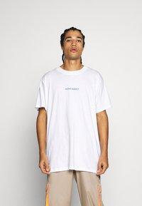 Night Addict - FAKE - T-shirt med print - white - 2