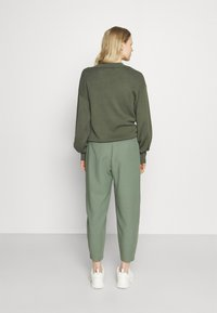 Rich & Royal - PANTS - Pantalones - eukalyptus - 2
