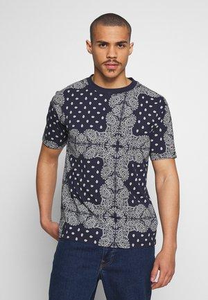 ALLOVER BANDANA TEE - Camiseta estampada - blue