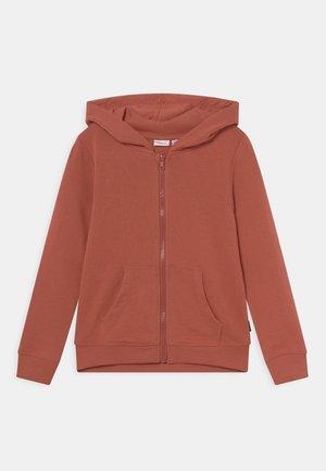 NKFNASWEAT HOOD - Sweater met rits - etruscan red