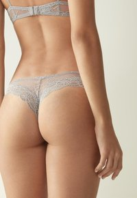 Intimissimi - BRASIL SLIP PRETTY SOMETHING - Thong - grau - grey/talc white - 1