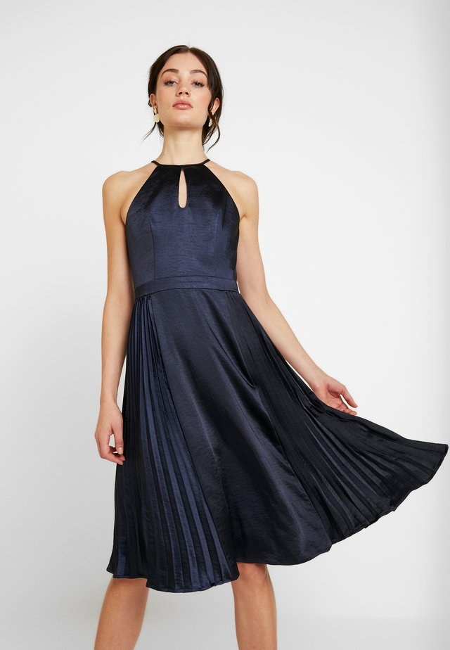 CHI CHI BENITA DRESS - Ballkjole - navy