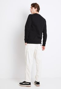 Vans - MN MUNICIPLE PANT - Trousers - antique white - 2