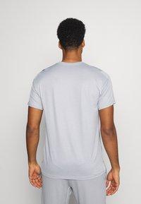 Nike Performance - DRY  - T-shirt basic - particle grey/grey fog/heather/black - 2