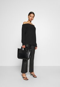 Missguided Petite - OPHELITA OFF SHOULDER JUMPER - Jumper - black - 1