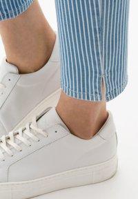 BRAX - STYLE CARO  - Slim fit jeans - used light blue - 4