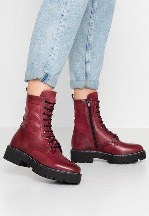 Kotníkové boty na platformě - bordo