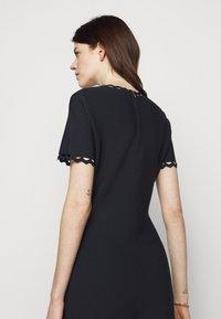 Milly - GEO CUT OUT DRESS - Jumper dress - navy/multi - 4