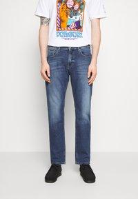 Tommy Jeans - RYAN RELAXED STRAIGHT - Straight leg jeans - hanks dark blue comfort - 0