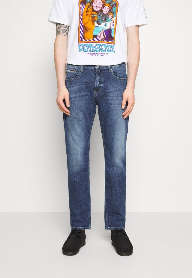 RYAN RELAXED STRAIGHT - Jeans Straight Leg - hanks dark blue comfort