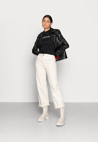 Calvin Klein Jeans - SHRUNKEN INSTITUTIONAL TEE - Print T-shirt - black - 1