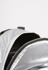 KARL LAGERFELD - BACKPACK - Sac à dos - silver - 4