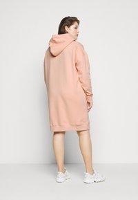 Fila Plus - TEOFILA OVERSIZED HOODY DRESS - Vestito estivo - coral cloud - 2