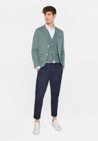WE Fashion - WE FASHION HERREN-SKINNY-FIT-SAKKO MIT MUSTER - Suit jacket - green - 1