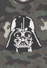 Cotton On - LUCASFILMS STAR WARS - Triko s potiskem - olive - 2