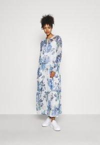 Vila - VIVIOLA O-NECK ANKLE  DRESS - Vestido de cóctel - cloud dancer/blue - 0