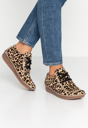FUNNY DREAM - Casual lace-ups - beige