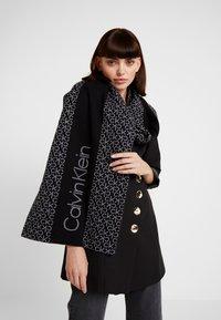 Calvin Klein - INDUSTRIAL MONO SCARF - Écharpe - black - 0