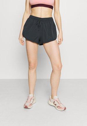 LIFESTYLE MOVE JOGGER SHORT - Sports shorts - nine iron/pink peach