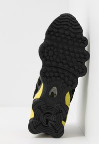 Nike Sportswear - SHOX TL - Sneakers - black/metallic silver/dynamic yellow - 5