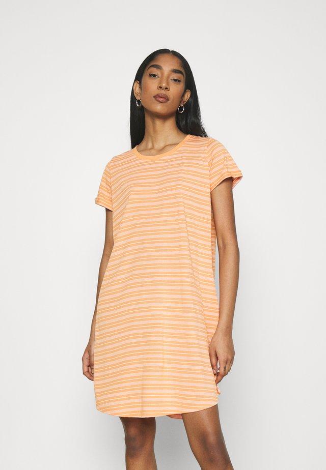 TINA DRESS - Jerseykjoler - melon