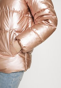 ONLY - ONLSAVANNAH METALLIC PUFFER - Winter jacket - frosted almond - 5