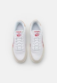 Reebok Classic - CLUB C REVENGE UNISEX - Sneakers laag - white/maroon red/chalk - 3