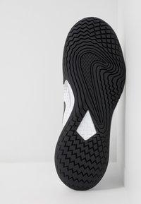Nike Performance - AIR ZOOM VAPOR CAGE 4 - Tenisové boty na všechny povrchy - white/black/pink/pure platinum - 4