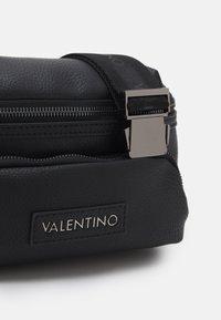 Valentino Bags - ALEX WAISTBAG - Riñonera - nero - 3