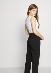 CLOSED - PEDAL PUSHER - Relaxed fit jeans - black - 3