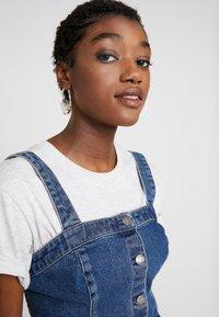 Hollister Co. - SHORT DRESS - Robe en jean - blue denim - 4