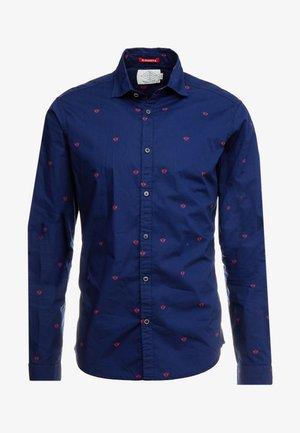 SLIM FIT CRISPY - Shirt - combo