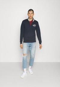Tommy Jeans - TONAL LOGO MOCK NECK - Sweatshirt - twilight navy - 1