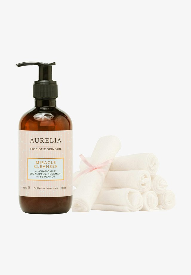 AURELIA MIRACLE CLEANSER 240ML & MUSLIN CLOTHS KIT - Cleanser - -
