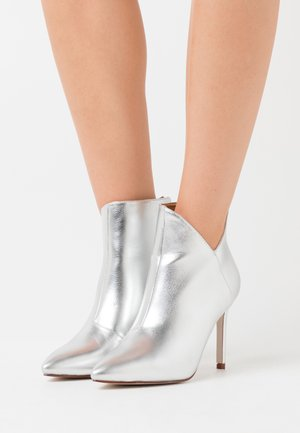 DIANNE - High heeled ankle boots - silver