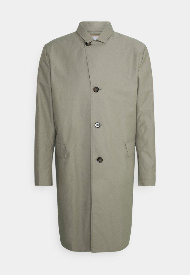 JULIUS STITCH - Trenchcoat - light grey