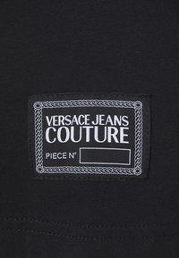 Versace Jeans Couture - T-shirt imprimé - nero - 8