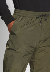 Marshall Artist - LIQUID TRACK PANT - Træningsbukser - khaki - 4