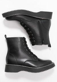 Madden Girl - KURRT - Platåstøvletter - black paris - 3
