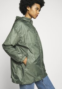 PYRENEX - WATER REPELLENT AND WINDPROOF - Waterproof jacket - jungle - 3