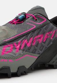 Dynafit - FELINE SL GTX - Trail running shoes - carbon/flamingo - 5